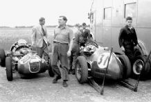 HWM F2 cars at Silverstone 1952 with Hamilton and Heath